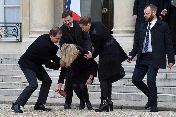 1421080632035 - زمین خوردن خانم نخست وزیر دانمارک سوژه شد