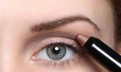 1421528610922 - آموزش تصویری مدل جدید آرایش چشم اسپرت ابی و سایه قهوه ای روشن