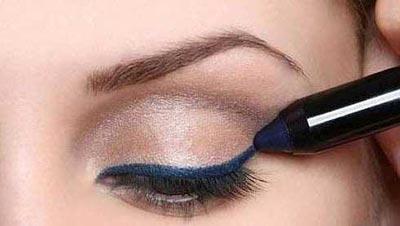 142152862295 - آموزش تصویری مدل جدید آرایش چشم اسپرت ابی و سایه قهوه ای روشن