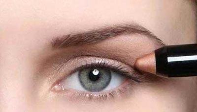 1421528860161 - آموزش تصویری مدل جدید آرایش چشم اسپرت ابی و سایه قهوه ای روشن