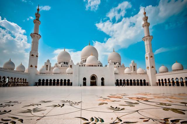 1423335977931 - آیات قرآنی از طلا در مسجدی لوکس