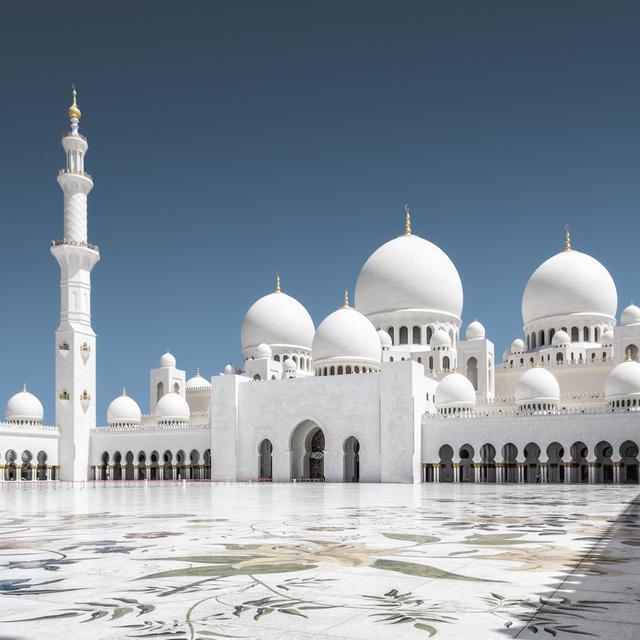14233359792 - آیات قرآنی از طلا در مسجدی لوکس