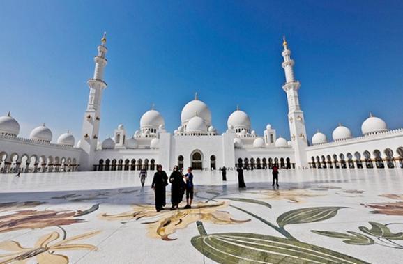 1423335980293 - آیات قرآنی از طلا در مسجدی لوکس