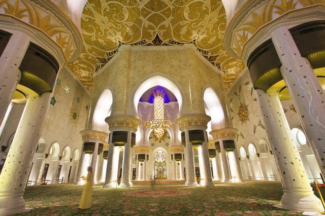 1423335980794 - آیات قرآنی از طلا در مسجدی لوکس