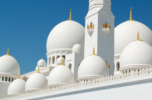 1423335982255 - آیات قرآنی از طلا در مسجدی لوکس