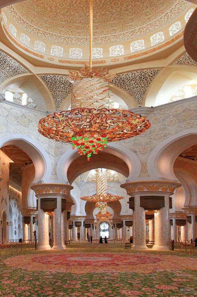 1423336083382 - آیات قرآنی از طلا در مسجدی لوکس