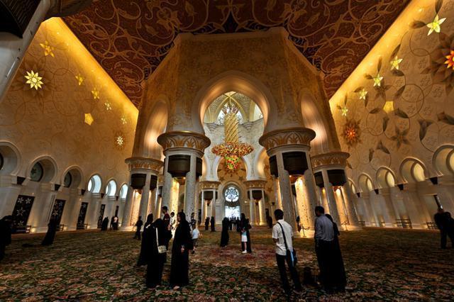 1423336084923 - آیات قرآنی از طلا در مسجدی لوکس
