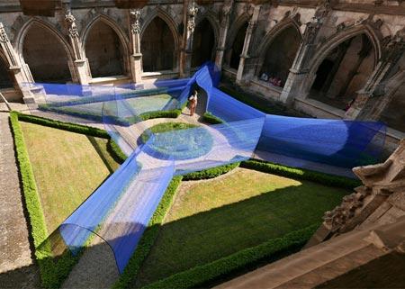 1434494229712 - تونل ساخته شده از نخ در کلیسای سن استپان
