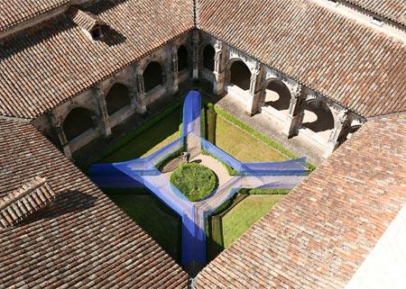 1434494230713 - تونل ساخته شده از نخ در کلیسای سن استپان