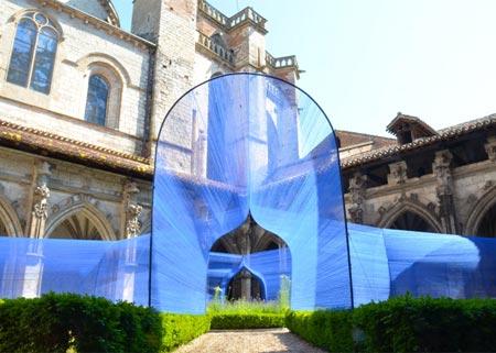 1434494231974 - تونل ساخته شده از نخ در کلیسای سن استپان