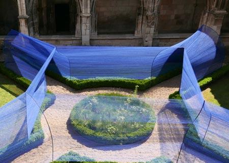1434494405155 - تونل ساخته شده از نخ در کلیسای سن استپان