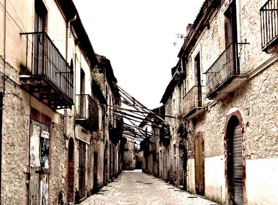 1437232797545 - شهرهای متروکه ایتالیا به نام شهرهای شیاطین