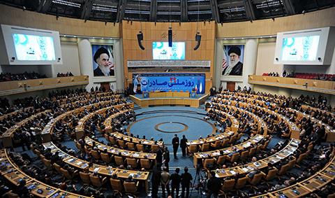1445363065721 - تصاویری از سردیس محمد جواد ظریف وزیر امور خارجه