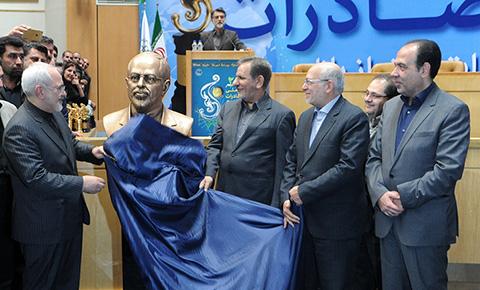 1445363068623 - تصاویری از سردیس محمد جواد ظریف وزیر امور خارجه