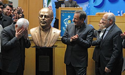 1445363069864 - تصاویری از سردیس محمد جواد ظریف وزیر امور خارجه