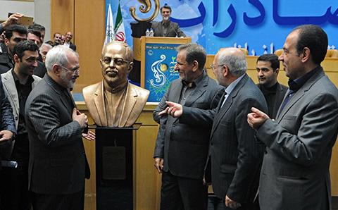 1445363071115 - تصاویری از سردیس محمد جواد ظریف وزیر امور خارجه