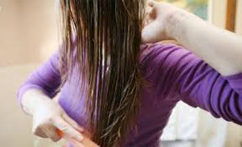 145435678129032 - خطرات خوابیدن با موی خیس