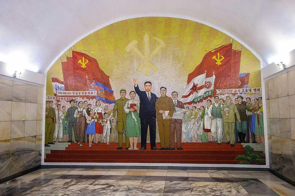 146119471376242 - عکسهای مترو در کره شمالی