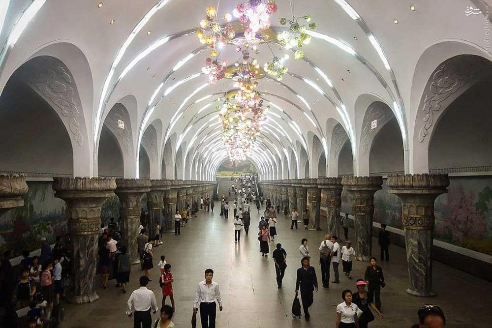 146119528895059 - عکسهای مترو در کره شمالی